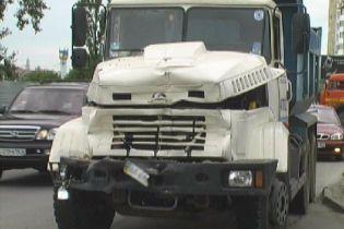 Зіткнулись мікроавтобус і вантажівка