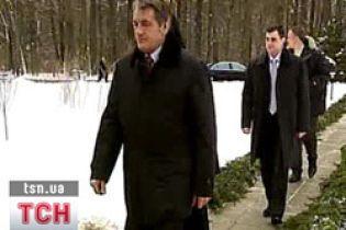 Ющенко втік від депутатів до Кіровограду