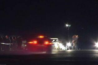 На аеродромі під Черніговом «літають» автомобілі (відео)