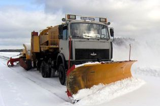 Штучний сніг паралізував рух пекінськими автомагістралями