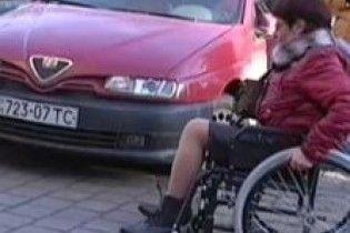 Американка на інвалідному візку зарізала 15-річну суперницю