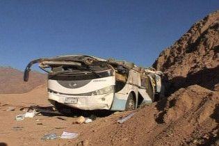 У Єгипті автобус зіткнувся з вантажівкою: 15 загиблих