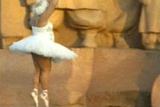 Небіж Майї Плісецької розважає публіку пародіями (відео)