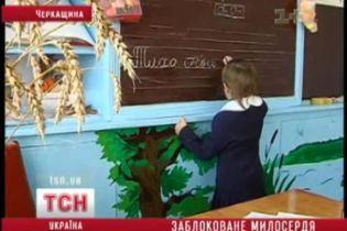 Дівчинці, яку рятували всією Україною, банк не віддає грошей (відео)