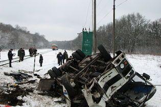 У зіткненні поїзда та автобуса на Тернопільщині звинуватили водія
