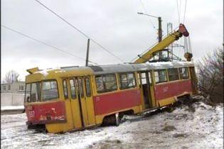 У Харкові з рейок зійшов трамвай: є постраждалі