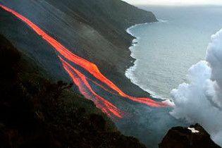 В Японії відзняли виверження вулкана