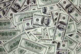 Долар і євро почали дешевшати