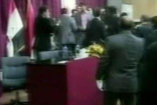 Засідання в парламенті Іраку закінчилося масовою бійкою (відео)