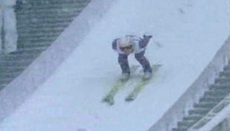 В Альпах стрибали на лижах у заметіль