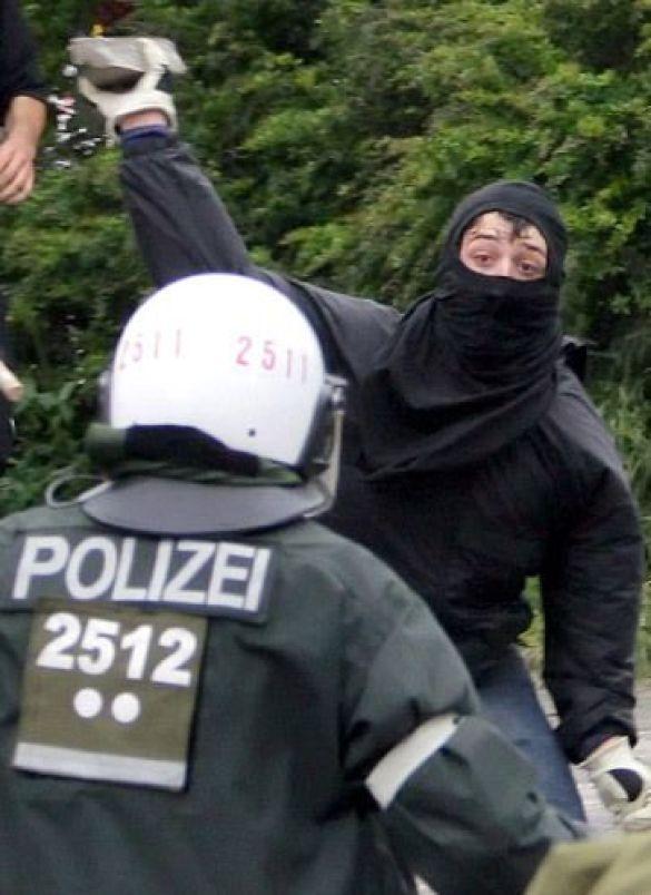 """""""Чорний блок"""" проти поліції"""