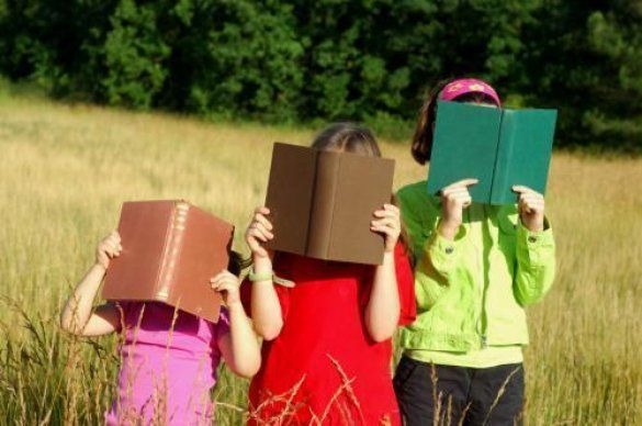 Діти читають (Фото: www.localwin.com)