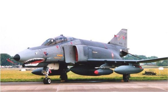 Турецький військовий літак (Фото: zap16.com)