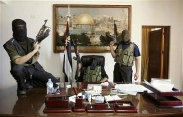 ХАМАС у кабінеті Махмуда Аббаса (Фото: Reuters)