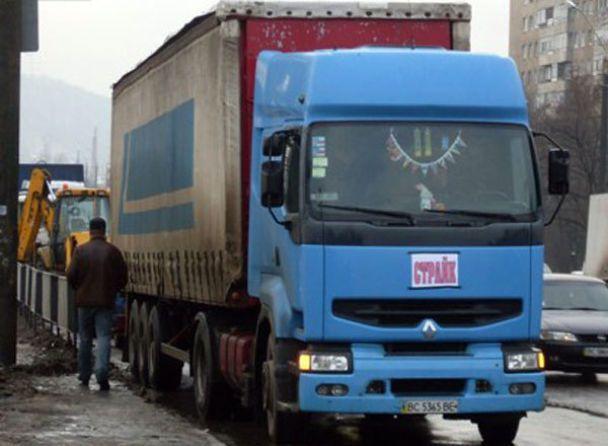 Вантажівки паралізували рух Львовом