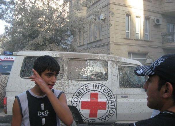 Під завалами в Баку є люди