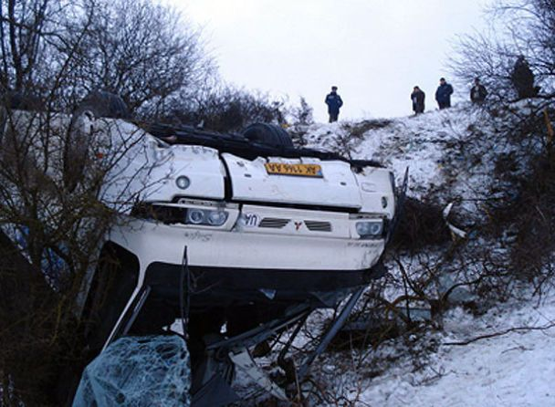 У Криму з гори зірвався рейсовий автобус з 18 пасажирами