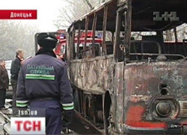 Семеро людей згоріли в автобусі на Донеччині