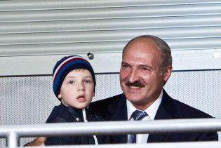 Лукашенко привіз до епіцентру епідемії грипу маленького сина