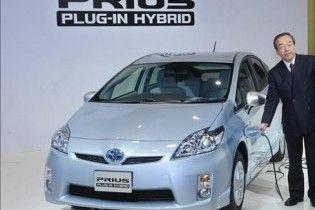 Toyota побудує для продажу 600 гібридів Prius, які підзаряджаються від розетки
