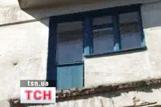 На Луганщині впав балкон разом з господинею помешкання