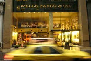 Керівницю одного з найбільших банків США звільнили за вечірки в зарештованому будинку
