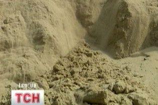 На Черкащині 12-річного хлопчика засипало піщаною лавиною