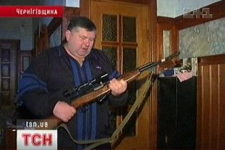 Чернігівський депутат сокирою відбився від озброєних грабіжників