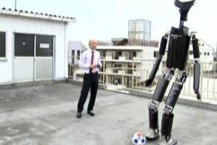 Японці навчили андроїда грати у футбол