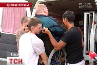 """Мерія Дніпропетровська """"подарувала"""" таксі для інвалідів. Поламане"""