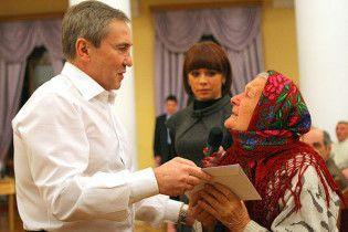 Черновецький роздав бідним киянам вазелін
