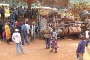 У Нігерії вантажівка в'їхала у натовп людей: 65 загиблих