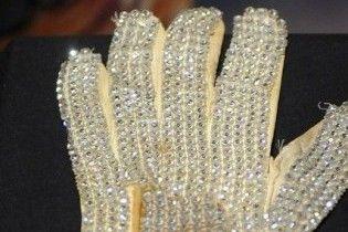 Рукавичку Майкла Джексона продали на аукціоні за 350 тисяч