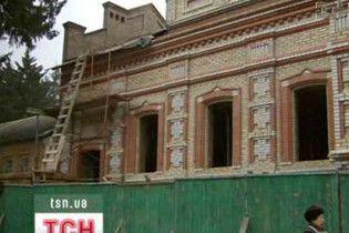 Через землю у Китаєво між ченцями і мирянами розгорівся скандал