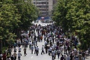 Заворушення в Китаї: невідомі на вулицях протикають голками перехожих