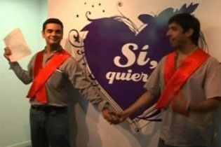 В Аргентині вперше дозволили одружитися геям