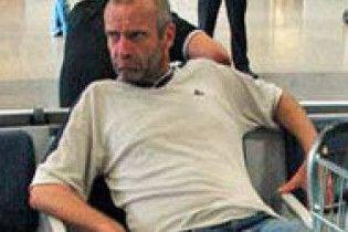 Закоханий німець в аеропорті два тижні чекає дівчину з Інтернету