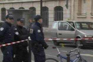 Невідомий відкрив стрілянину з автомата у центрі Парижа