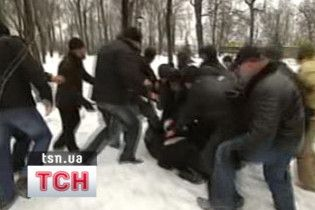 """ПР: """"озлоблені бойовики Тимошенко"""" побили учасницю мітингу"""