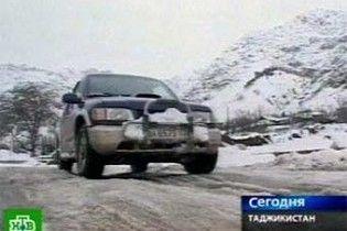 У Таджикистані лавини заблокували 150 машин