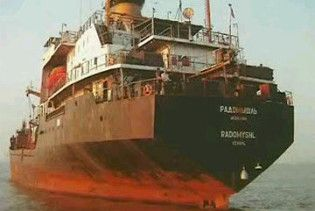 """Українські моряки повертаються з Індії, де вони півтора року """"охороняли металобрухт"""""""