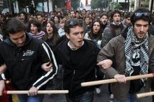 Біля будівлі парламенту в Афінах зібрався п'ятитисячний натовп