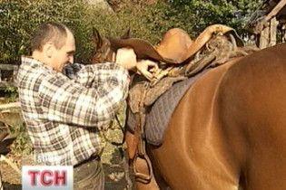 У Конча-Заспі олігархи відбирають хату в коняра