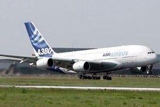 Лайнер A380 повернувся в Париж через відмову двигуна