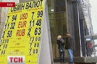 Нацбанк зміцнює курс долара