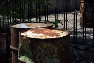 У Львівській області знайшли десятки бочок з отрутою