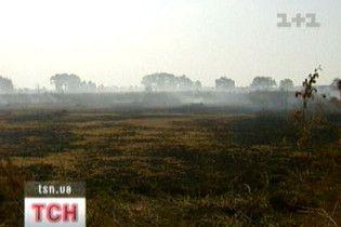 Смердюча пожежа під Києвом триватиме ще три дні