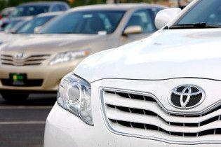 Toyota відкликає ще 1,1 млн автомобілів через смертельно небезпечні килимки
