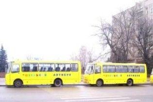 До кінця року Кабмін обіцяє забезпечити шкільними автобусами на 150 млн грн