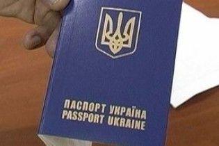 Поновлення видачі закордонних паспортів відклали на тиждень